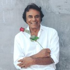 GOOD TIDINGS: Veteran vocalist Johnny Mathis comes to San Jose for a Christmas concert.